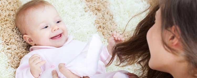 Comment partager des photos de son bébé et garder le contrôle ?