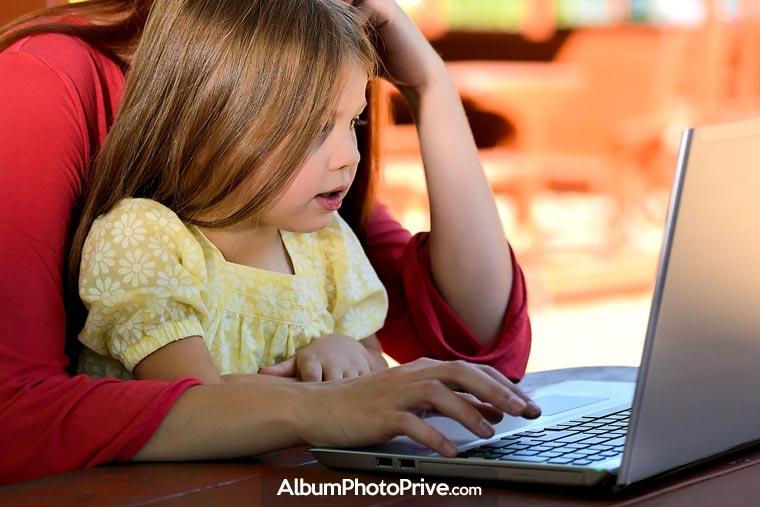 Partager des photos de ses enfants sur Facebook engendre de nombreux risques pour la vie privée