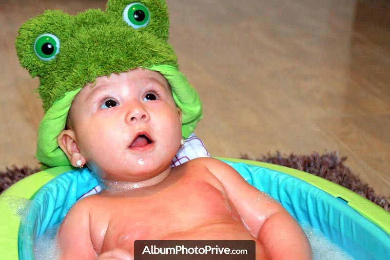 Sauvegardez et partagez le premier bain de bébé, sa première compote, ses premiers mots ou encore, ses premiers pas, en toute sécurité, avec les personnes que vous aimez !