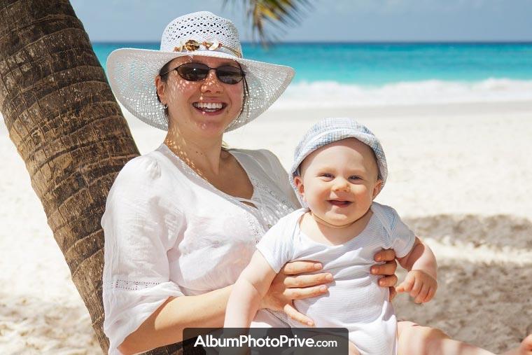 Album bébé en ligne : Le service est également très pratique pour les familles éloignées ou expatriées à des milliers de kilomètres de leur proches.