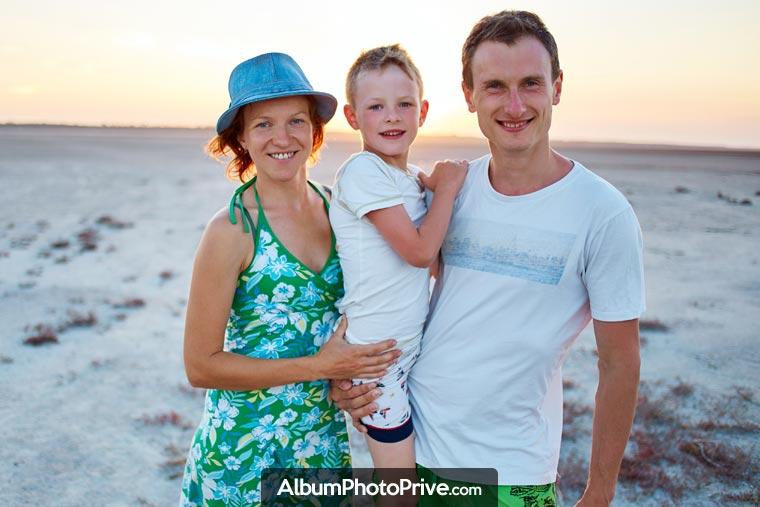 Pour une famille expatriée, partager des albums photos et des vidéos avec ses proches est un besoin bien réel