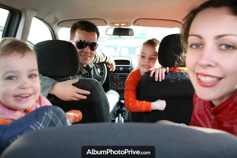 Cloud familial : Photos de famille, photos de mariage ou albums de voyage, baptêmse, fêtes et anniversaires : il est préférable d'éviter d'utiliser les réseaux sociaux lorsque l'on éprouve l'envie de partager à distance avec sa famille et ses amis...