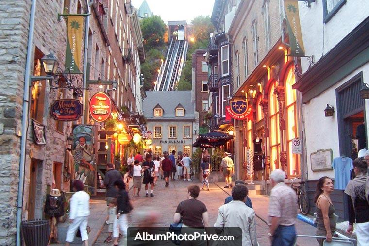 Le Vieux-Québec est le cœur historique de la ville de Québec. C'est à cet endroit que le fondateur Samuel de Champlain y bâtit l'Habitation en 1608.